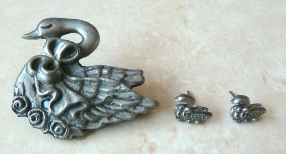 Vintage Pewter Swan And Baby Cygnet Brooch And Earring Set